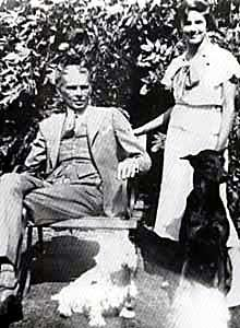 http://secularpakistan.files.wordpress.com/2010/02/jinnah-with-daughter-and-dogs-jpeg.jpg